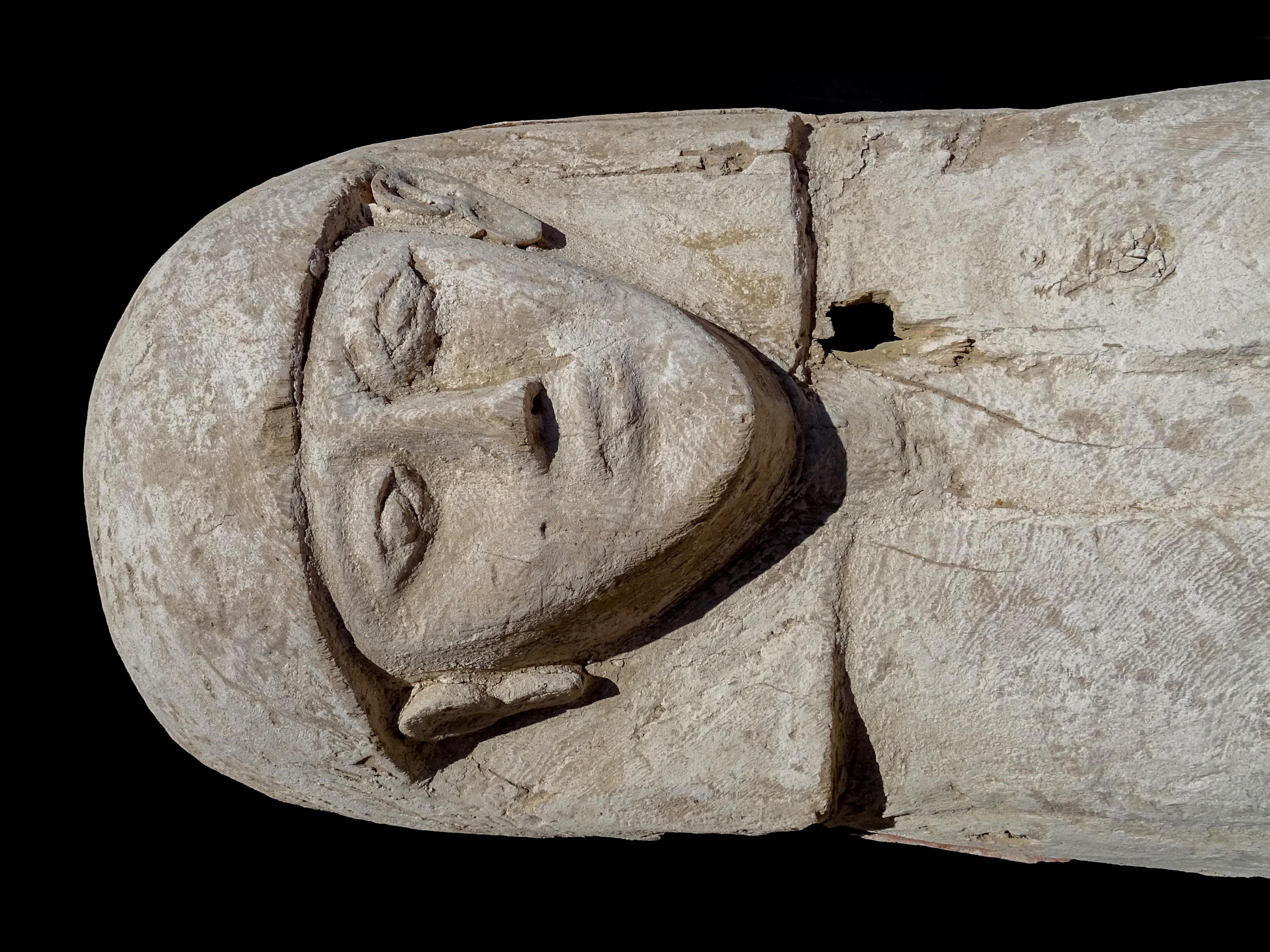 imagen de El ataúd fue tallado en un solo tronco de árbol, probablemente sicomoro. / JOSÉ M. GALÁN
