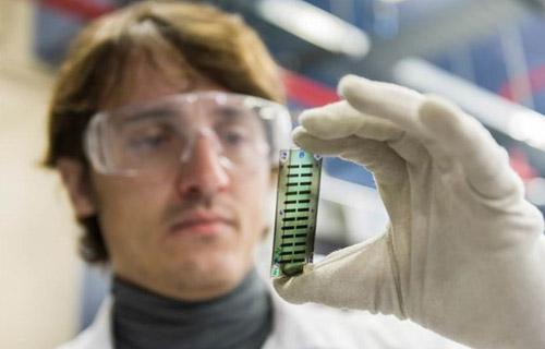 imagen de Un método del ICMAB analiza la eficiencia de los materiales orgán icos para dispositivos fotovoltaicos .