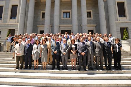 imagen de Los directores y gerentes de los centros e institutos del CSIC frente al edificio central. / Comunicación CSIC
