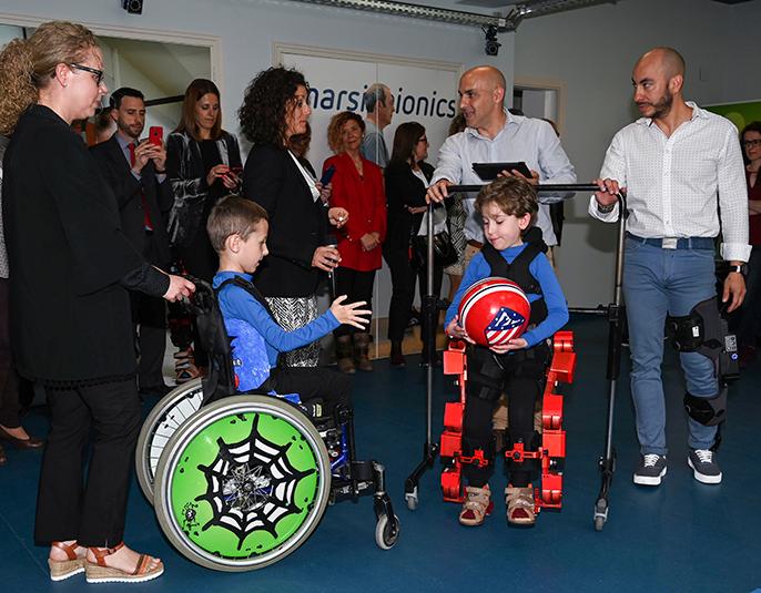 imagen de El exoesqueleto para el tratamiento de dolencias infantiles está diseñado para ayudar al paciente a caminar, en algunos casos por primera vez./ YAIZA GONZÁLEZ / CSIC