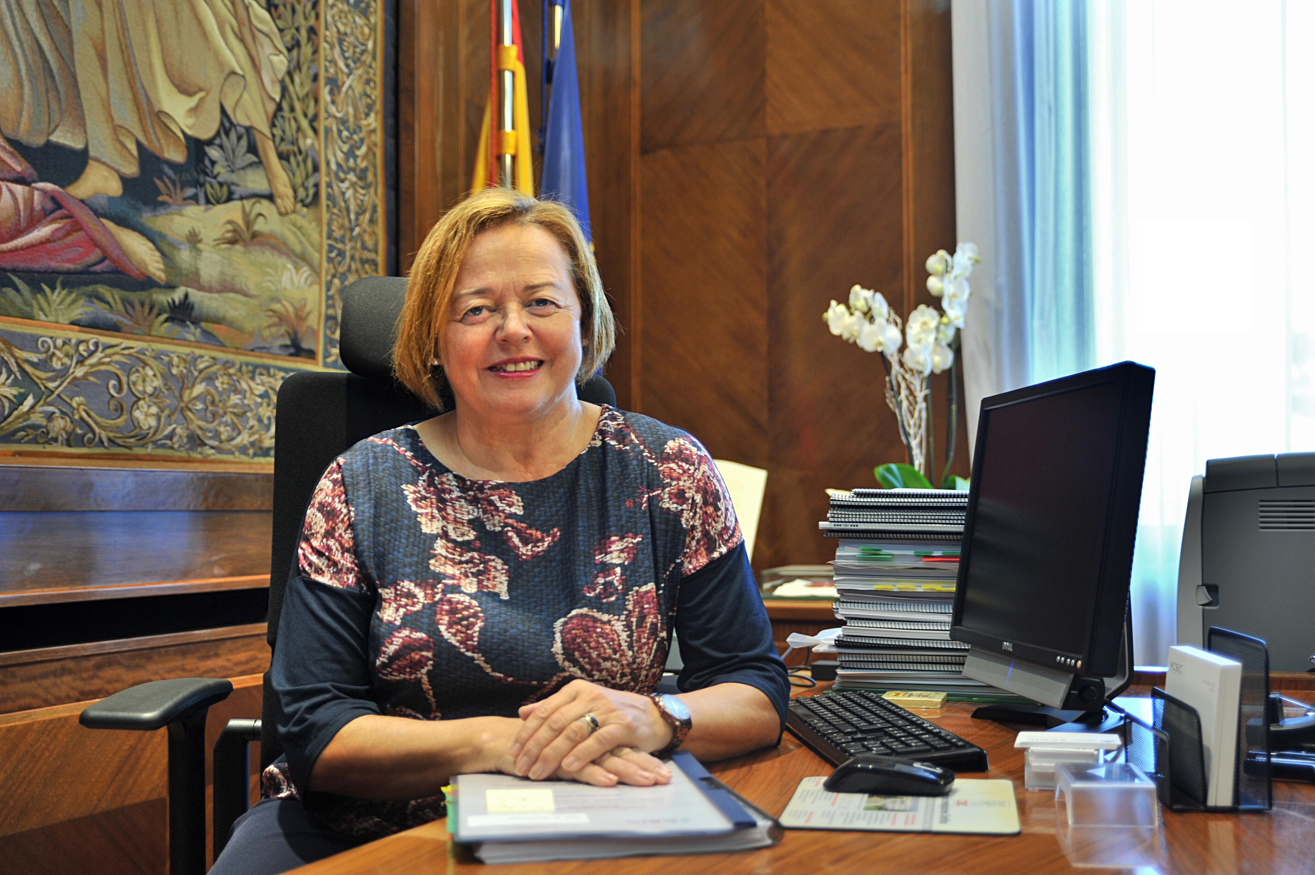 La presidenta del CSIC, Rosa Menéndez, en su despacho./ CSIC Comunicación