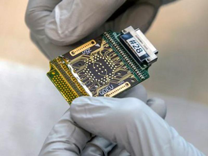 imagen de Chip experimental en el que se investigan partículas de Majorana. Foto: Microsoft