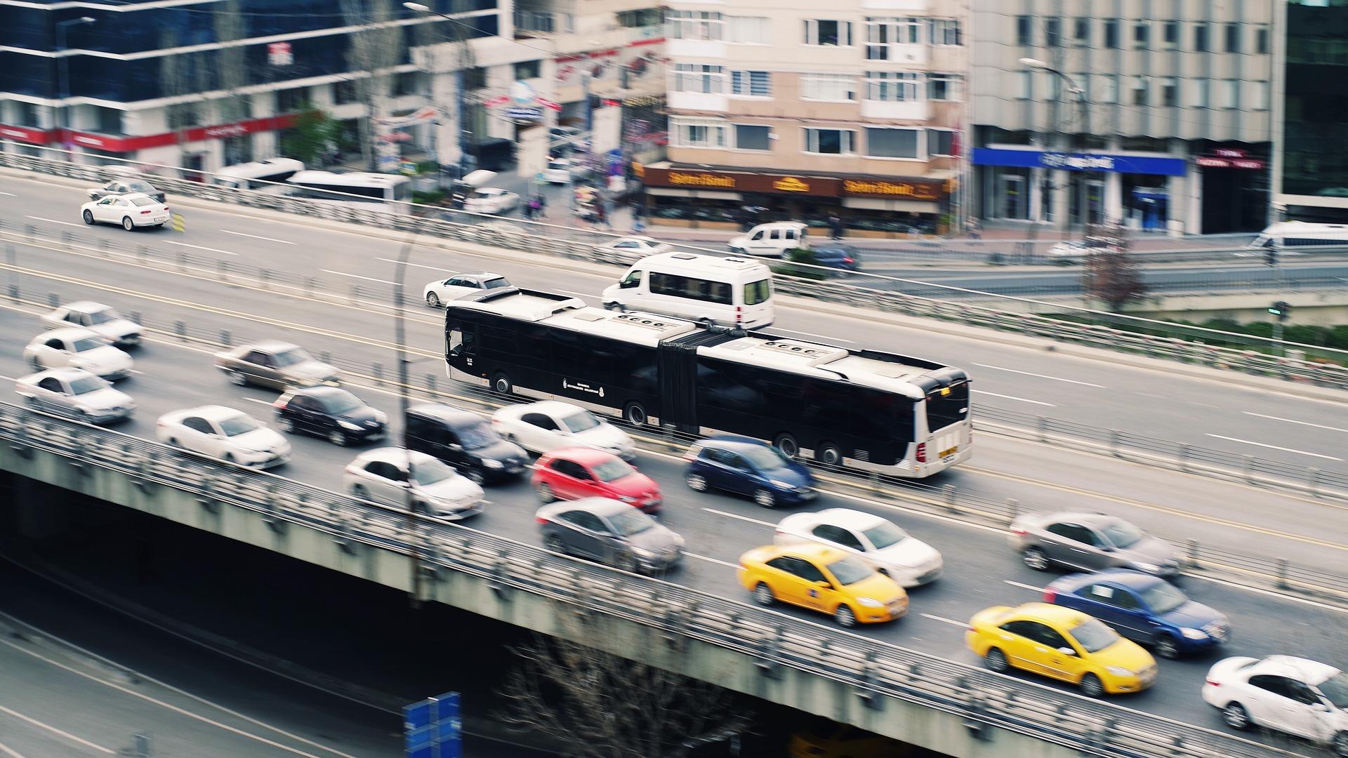 imagen de La tecnología desarrollada se dirige, principalmente, a fabricantes de vehículos de gran tamaño para el transporte de viajeros y mercancías. / Pixabay