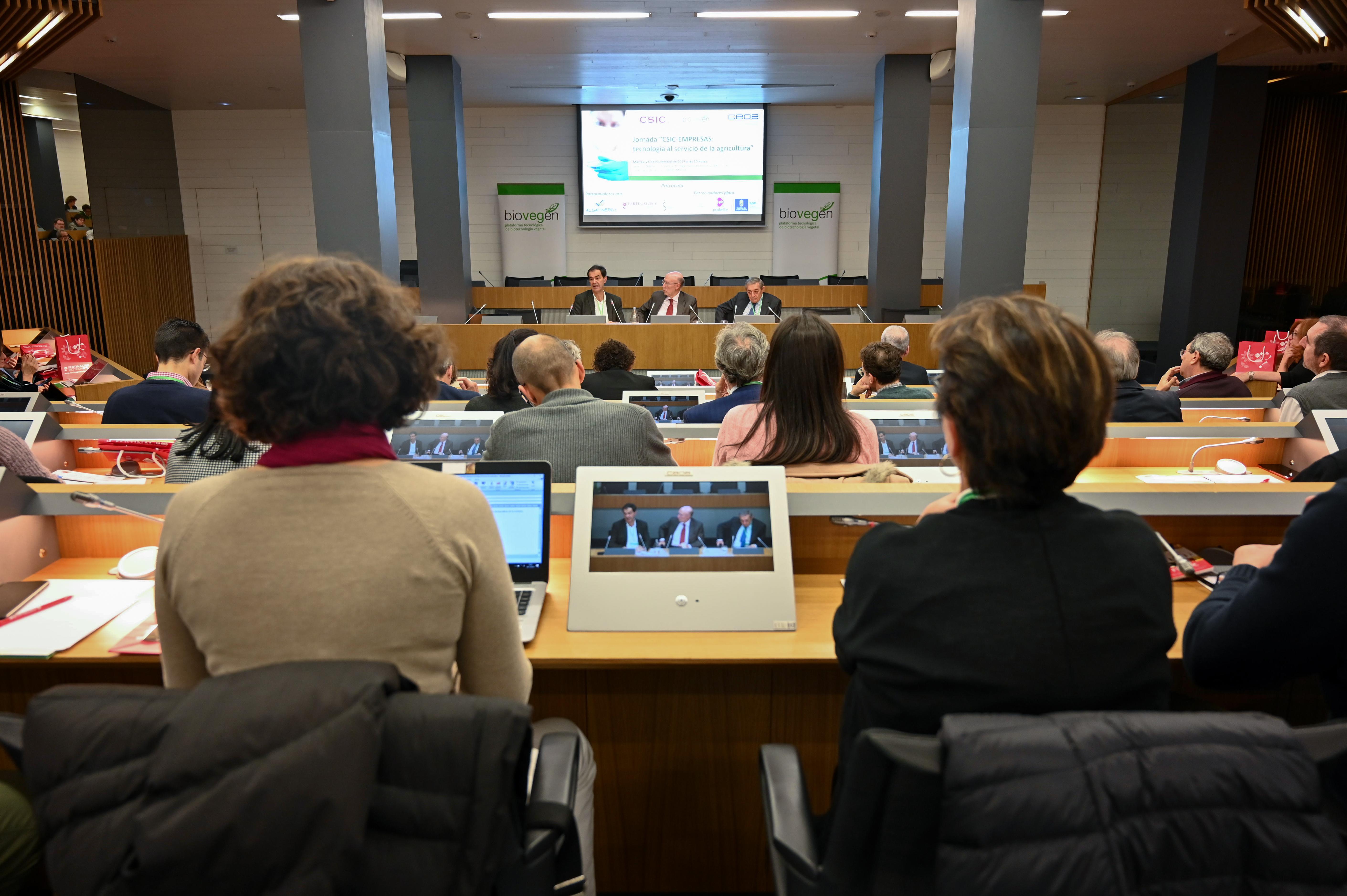 imagen de Presentación de la jornada CSIC-Empresas: tecnología al servicio de la agricultura celebrada en la sede de la CEOE. / Yaiza González / CSIC Comunicación