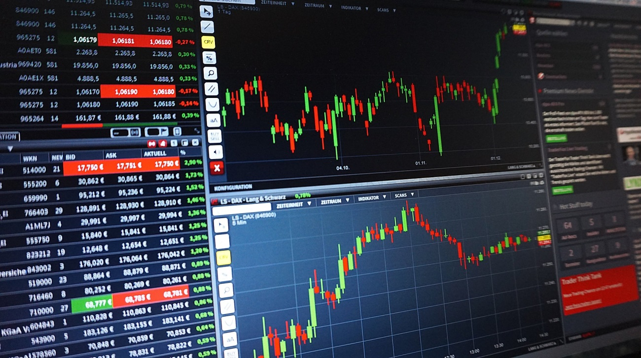 imagen de Pantallas con información financiera. / Foto: Pixabay