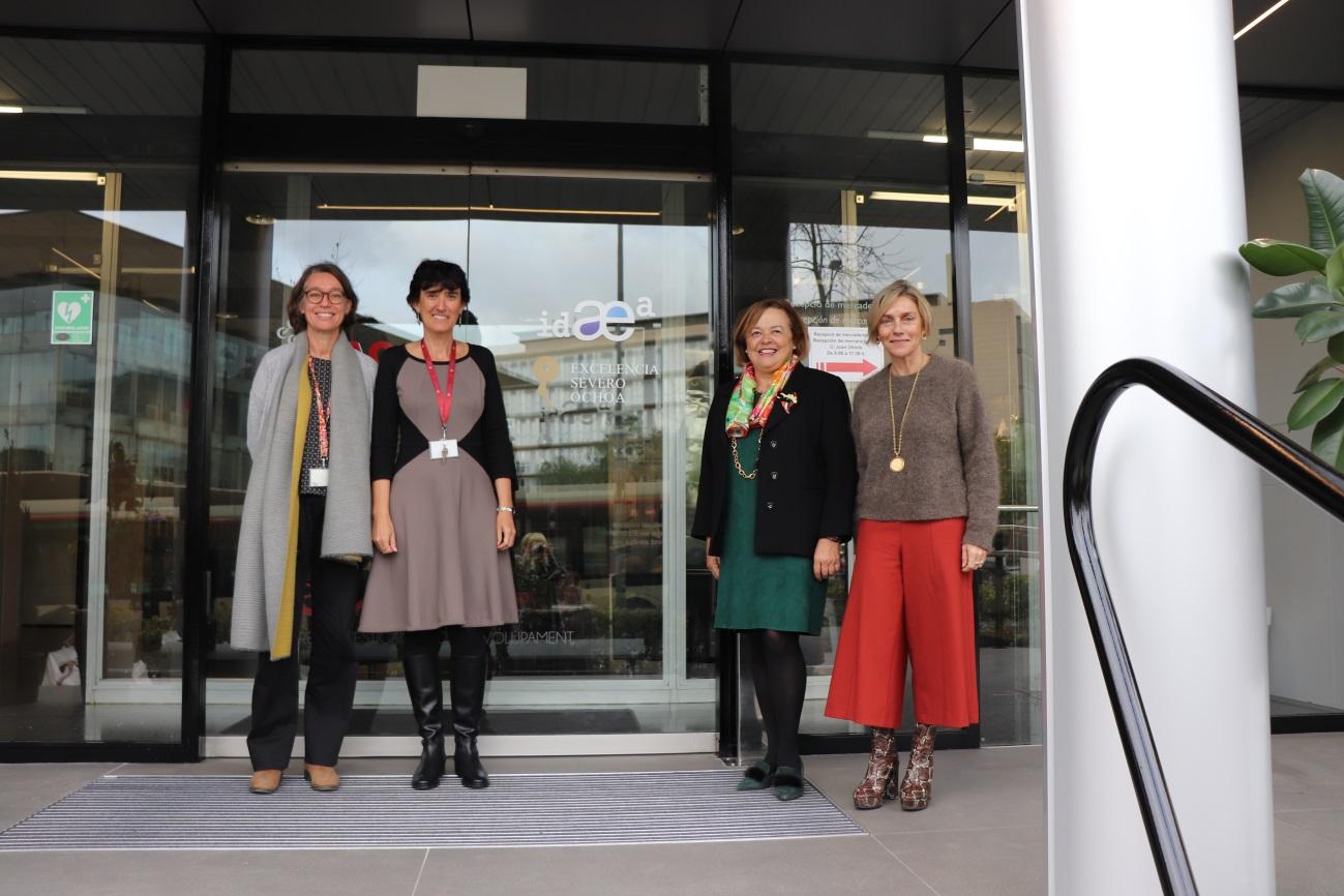 imagen de Silvia Lacorte, vicedirectora del IDAEA; Teresa Moreno, directora del IDAEA; la presidenta del CSIC, Rosa Menéndez, y la vicepresidenta de Organización y Relaciones Institucionales Rosina López-Alonso.