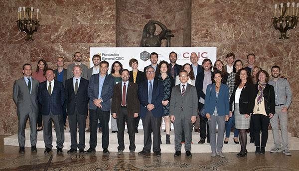 imagen de Foto de grupo tras la presentación de la segunda edición de ComFuturo./ CSIC