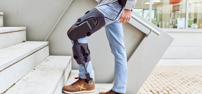 imagen de El exoesqueleto MAK Active Knee puede ser usado como apoyo por los fisioterapeutas para rehabilitar la rodilla./ MARSI-BIONICS