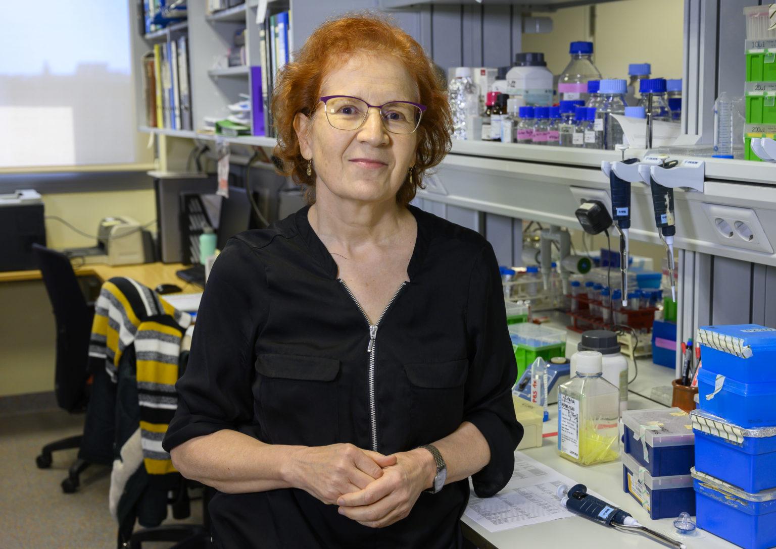 imagen de La viróloga Margarita del Val, en el CBMSO-CSIC-UAM. / César Hernández CSIC Comunicación
