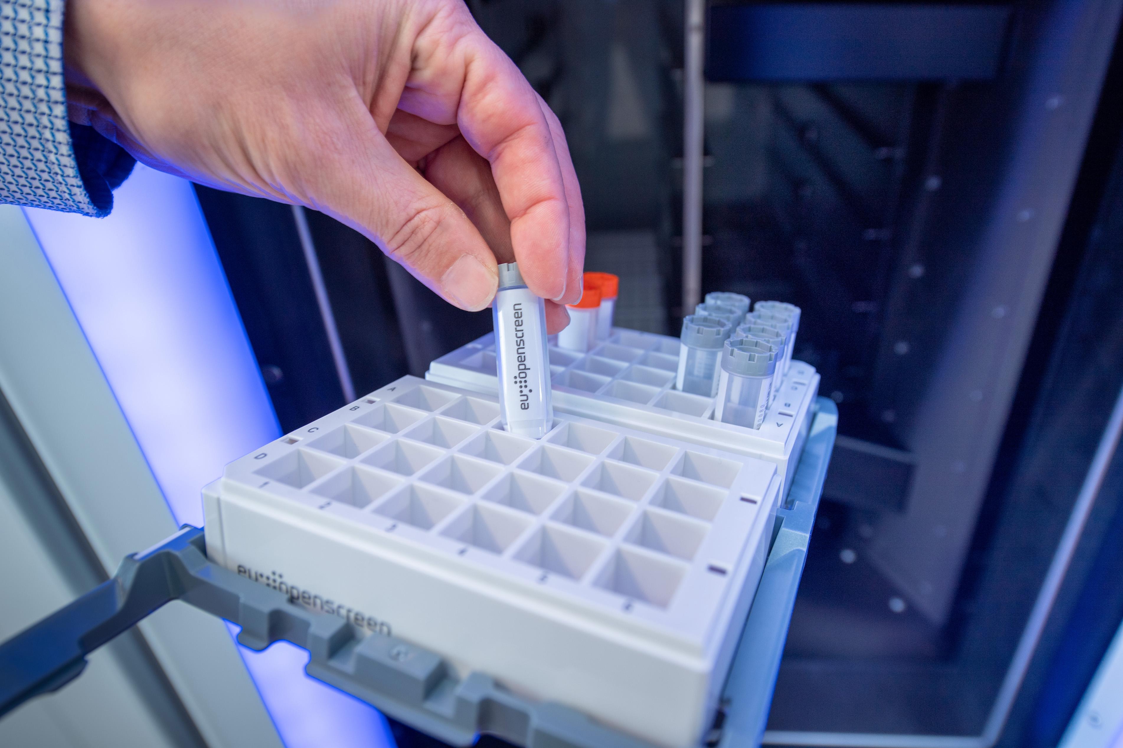 imagen de Una herramienta de EU-OPENSCREEN es la Biblioteca Europea Química Biológica (ECBL), que está integrada por 100.000 compuestos. / EU-OPENSCREEN