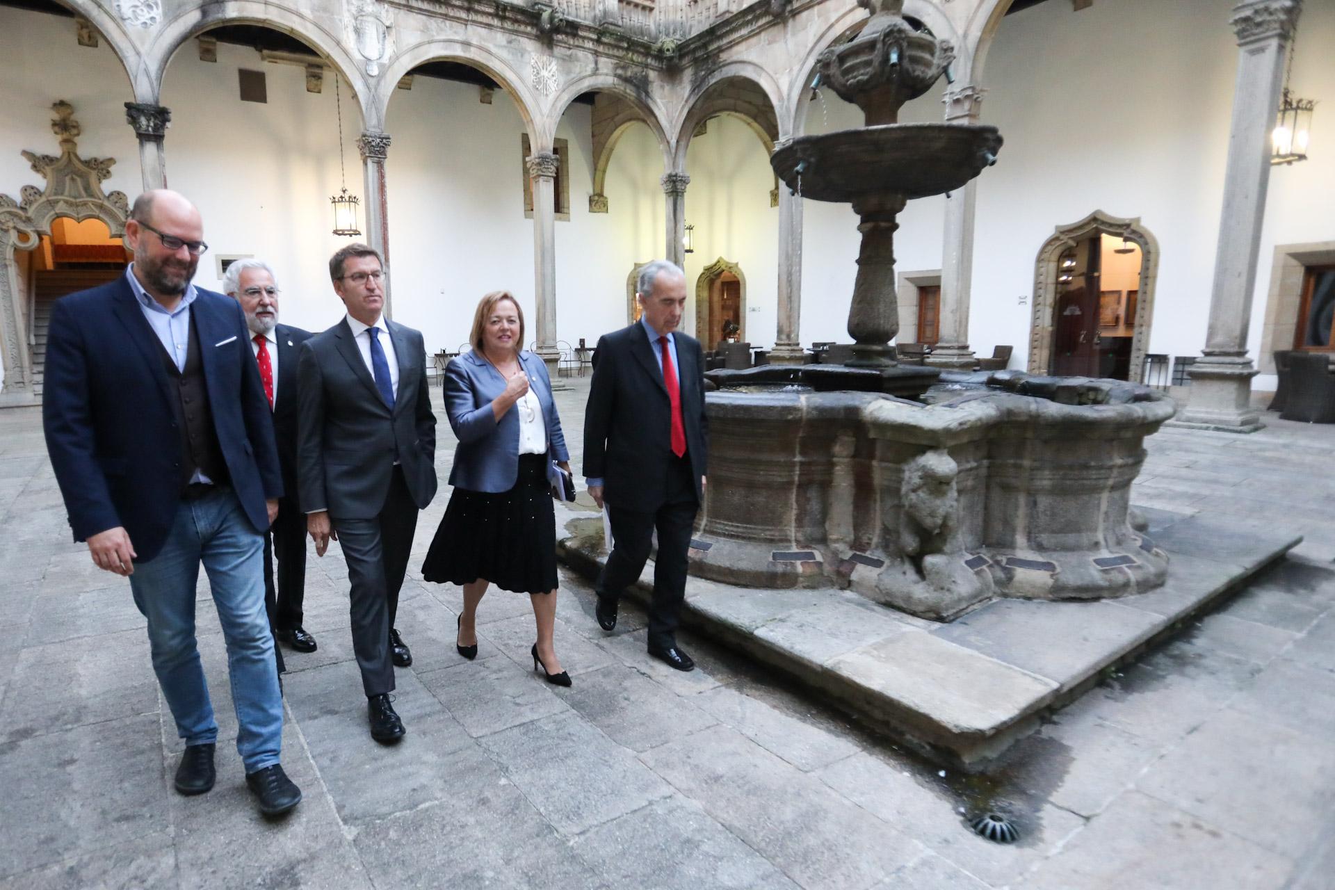 imagen de El presidente de la Xunta de Galicia, Alberto Núñez Feijóo y la presidenta del CSIC, Rosa Menéndez, en un acto de octubre de 2018 en el marco del 75 aniversario.