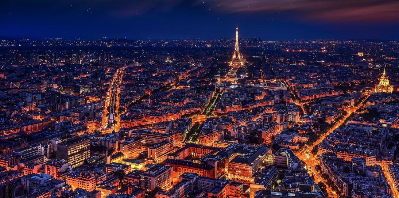 imagen de Urbes jerárquicas, como París, tienen una movilidad que genera menos polución, favorece el uso de transporte público y optimiza la distribución de hospitales. / Foto: Pixabay