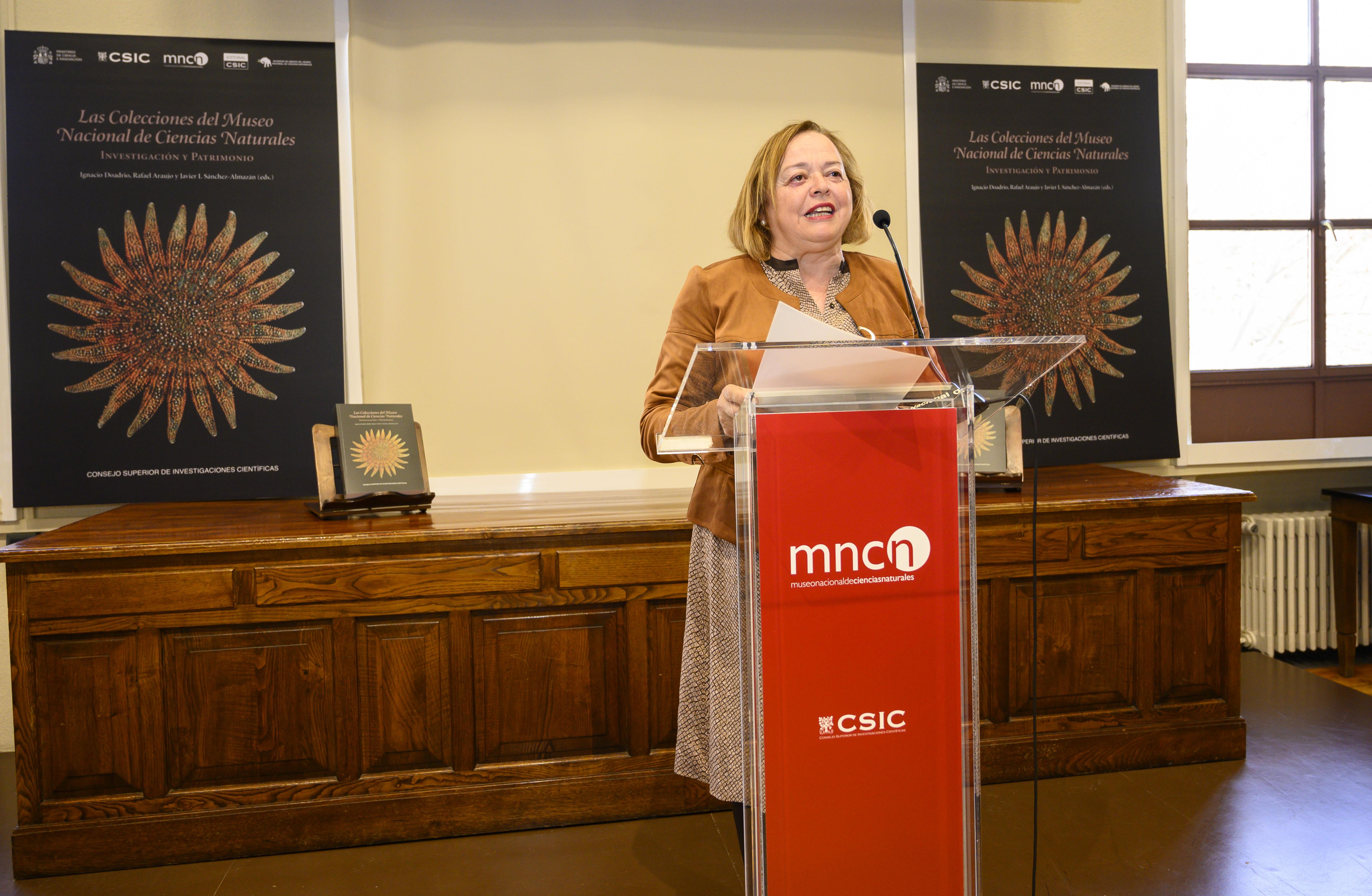 imagen de La presidenta del CSIC, Rosa Menéndez, durante la presentación del libro./ César Hernández