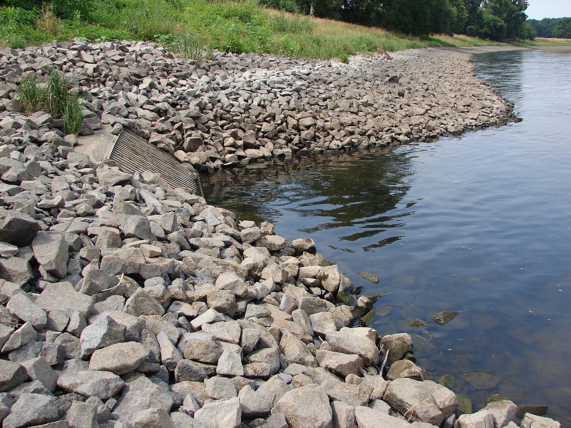 El análisis de las aguas residuales puede servir para detectar brotes de Covid-19. / PIXABAY