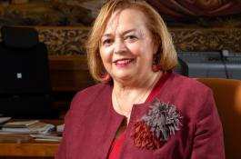 La presidenta del CSIC, Rosa Menéndez, en su despacho en la sede central del CSIC en Madrid. / JOAN COSTA/ CSIC Comunicación