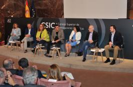 Debate sobre los retos de la Inteligencia Artificial en la economía y la sociedad.