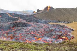 El volcán de Fagradalsfjall entró en erupción el 19 de marzo tras semanas de intensa actividad sísmica por el movimiento del magma bajo la península de Reykjanes, al suroeste de Islandia. / HÁSKÓLI ÍSLANDS