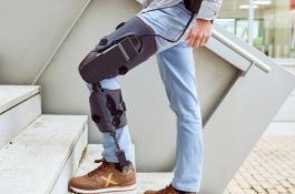 El exoesqueleto MAK Active Knee puede ser usado como apoyo por los fisioterapeutas para rehabilitar la rodilla./ MARSI-BIONICS