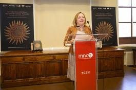 La presidenta del CSIC, Rosa Menéndez, durante la presentación del libro./ CÉSAR HERNÁNDEZ