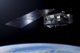 A la izquierda, el satélite Sentinel-3 de la Agencia Espacial Europea, que proporciona información del nivel del mar a partir del cual se pueden derivar corrientes superficiales. A la derecha, una roseta para tomar muestras del océano./ESA