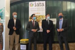 De izquierda a derecha, Amparo López, investigadora del IATA-CSIC; José F Marcos, director del IATA-CSIC; Juan A. Sagredo Marco, alcalde de Paterna; Ximo Puig, presidente de la Generalitat valenciana, y Pedro Duque, ministro de Ciencia e Innovación./ IATA