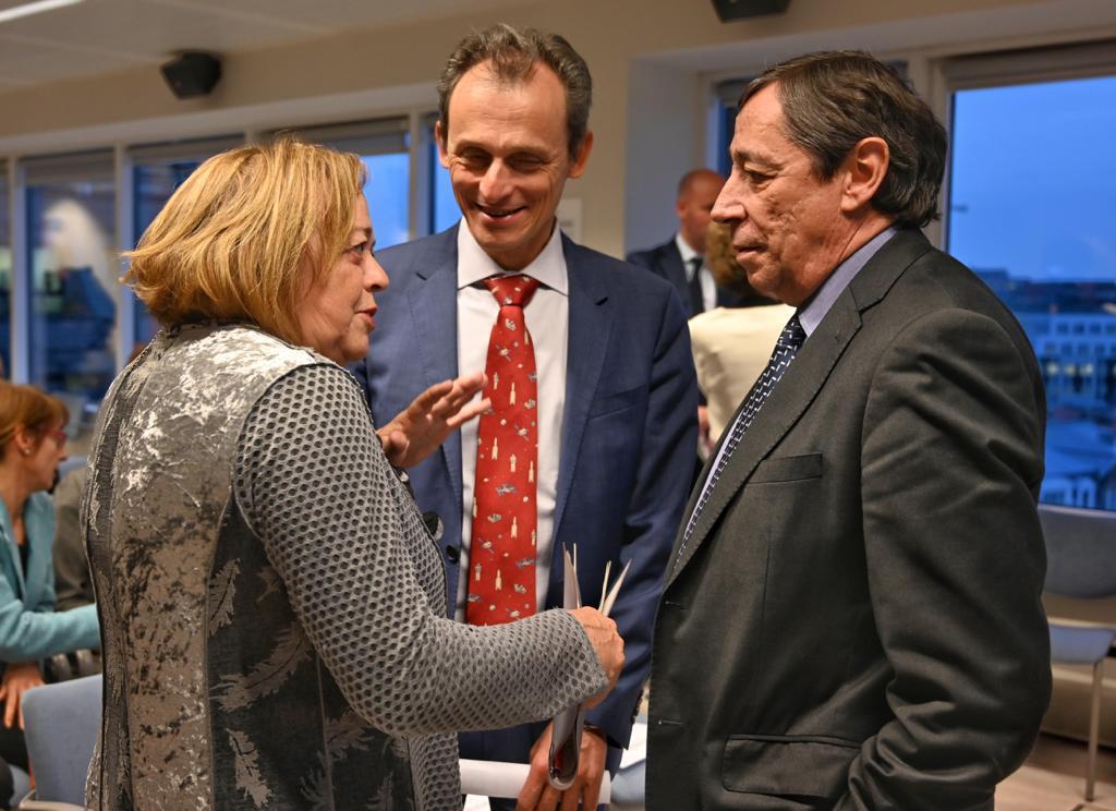 imagen de La presidenta del CSIC, Rosa Menéndez, el ministro de Ciencia e Innovación, Pedro Duque, y el secretario de Coordinación de Política Científica, Rafael Rodrigo. / Foto: César Hernández