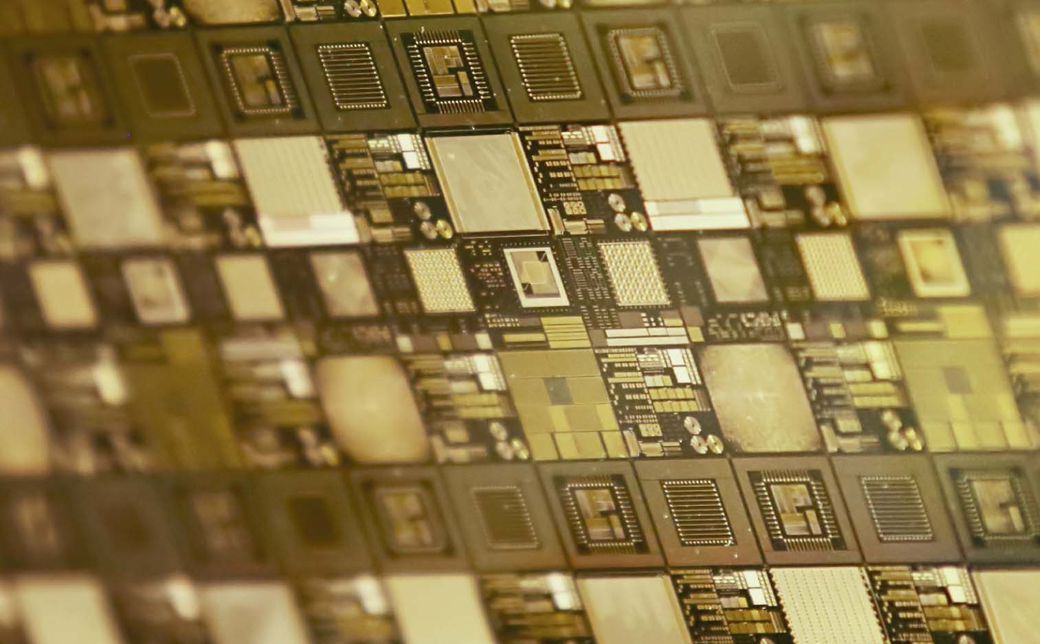 imagen de Hoy en día se pueden construir chips que contienen en su interior miles de millones de componentes de dimensiones cercanas al nanómetro.