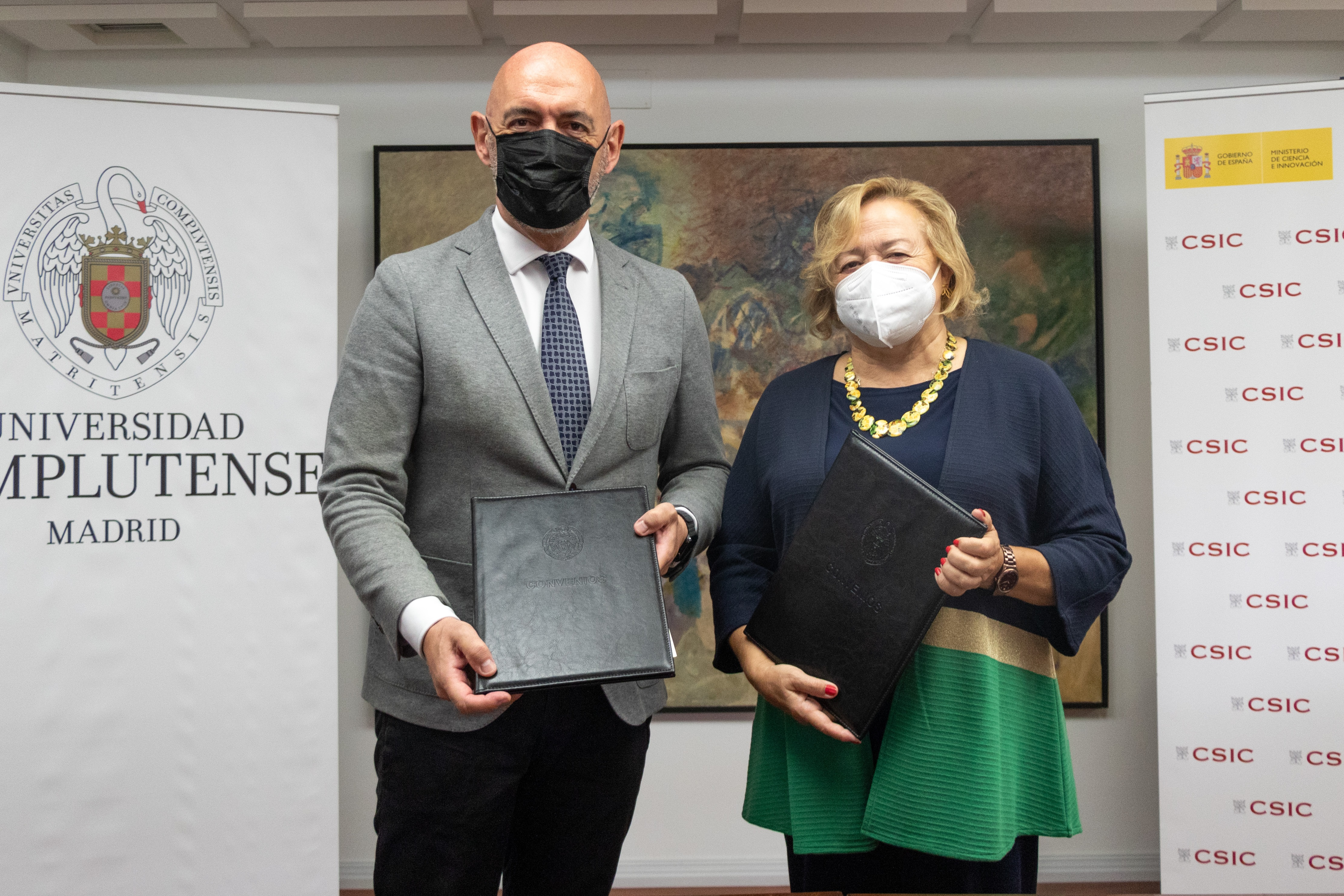 imagen de El rector de la UCM, Joaquín Goyache, y la presidenta del CSIC, Rosa Menéndez, durante el acto de este jueves./ Comunicación UCM