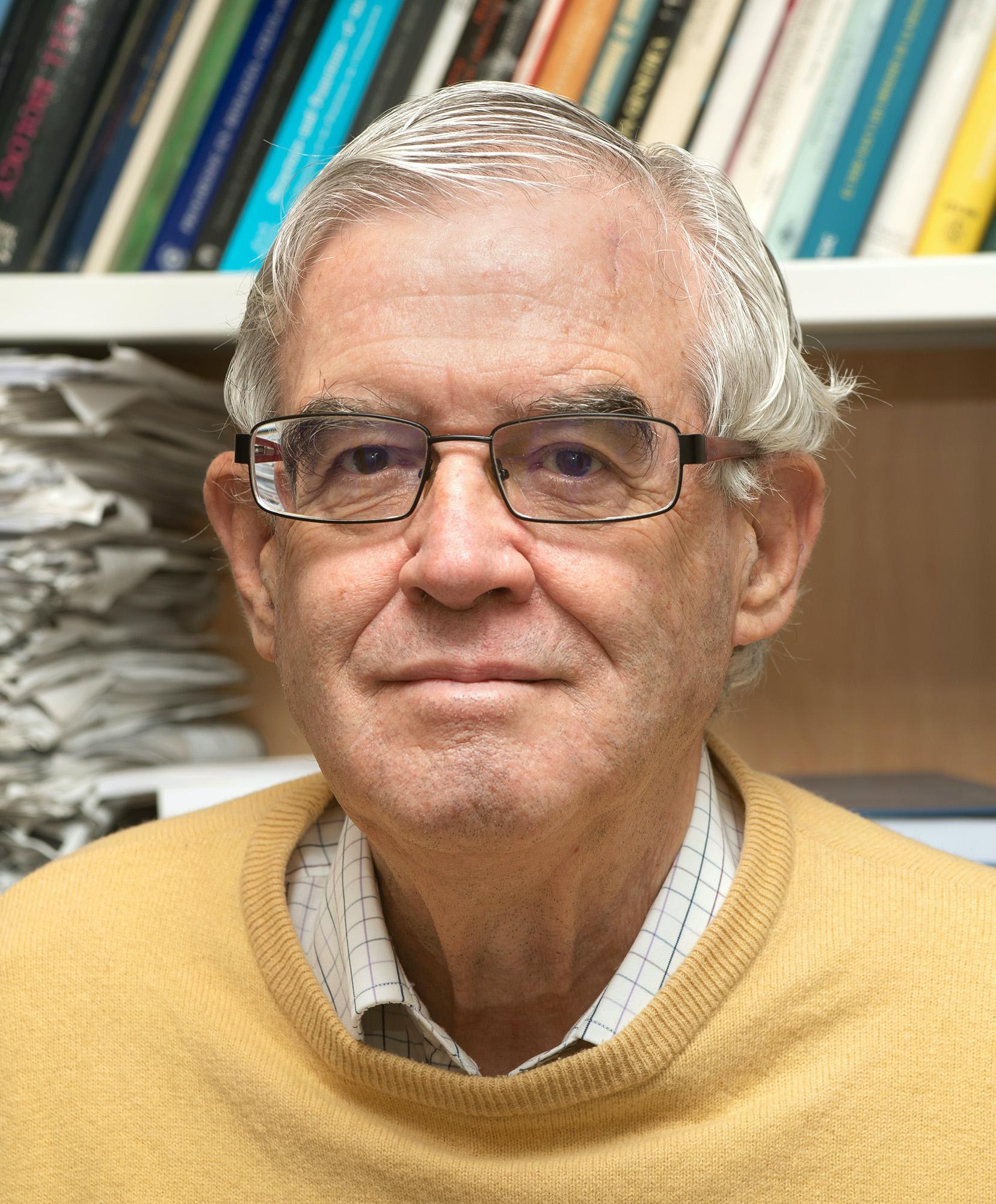 imagen de Jesús Ávila, investigador en el Centro de Biología Molecular Severo Ochoa (CBMSO, CSIC-UAM), lleva más de cuarenta años trabajando en alzhéimer. / CBMSO-CSIC-UAM