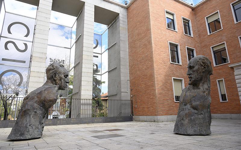 Esculturas Cajal y Ochoa