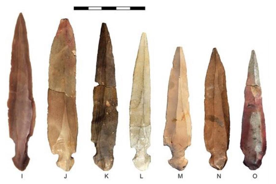 imagen de Varios cuchillos encontrados en la cueva de Nahal Hemar, actual Israel. / CSIC
