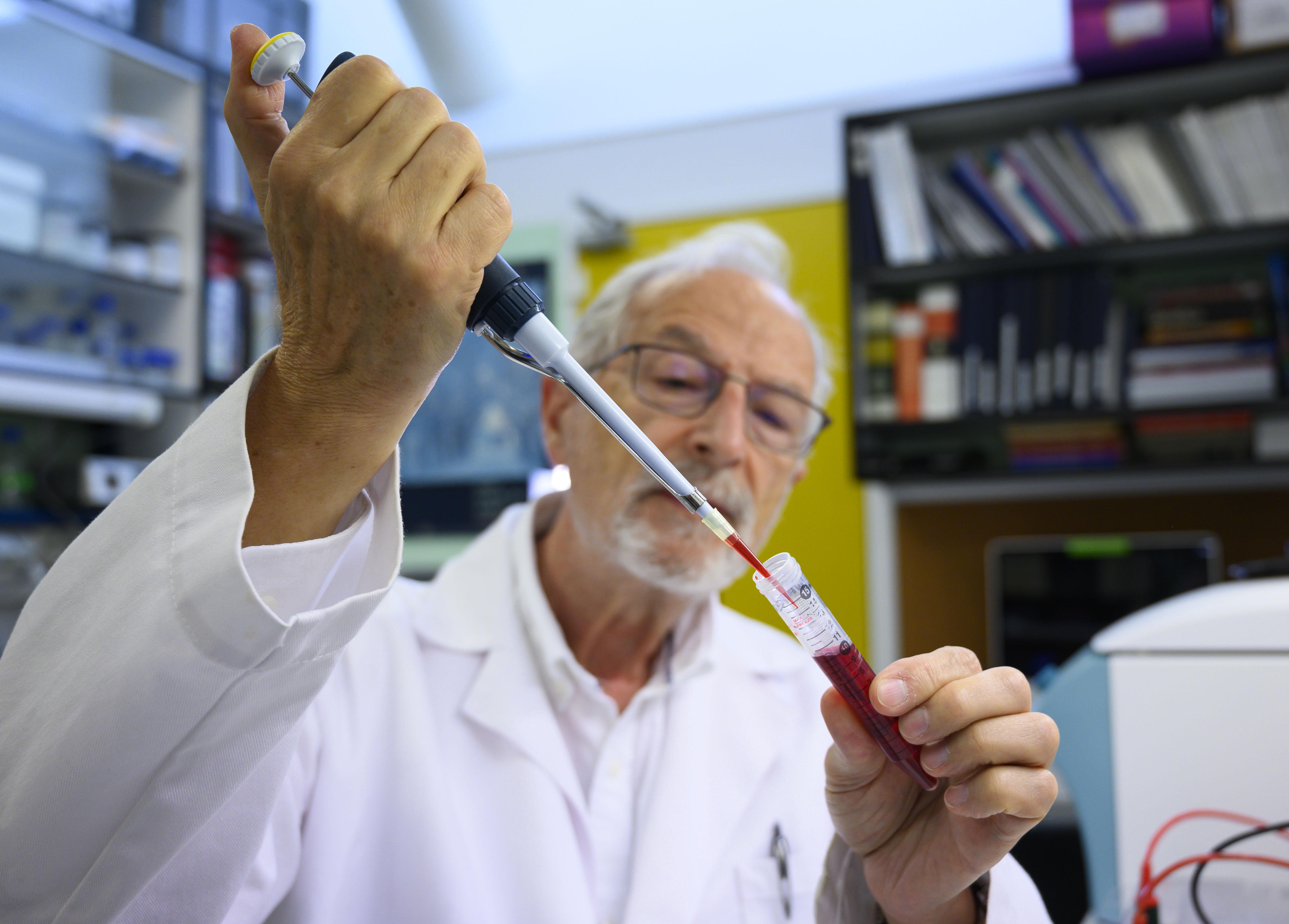 imagen de El virólogo del CSIC Luis Enjuanes desarrolla una vacuna contra la covid-19. / César Hernández CSIC
