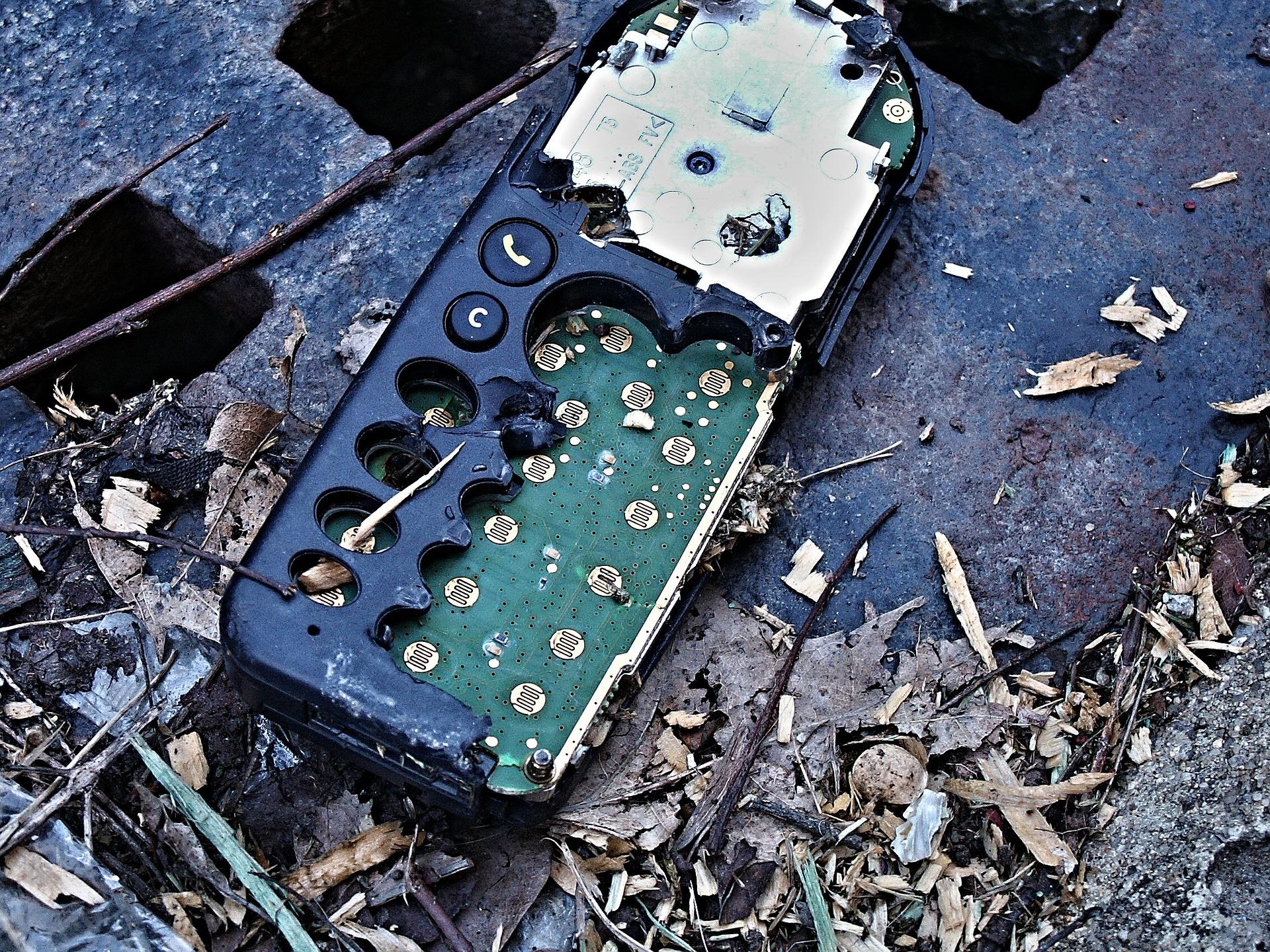 El desmontaje de residuos electrónicos expone a contaminantes peligrosos / Pixabay