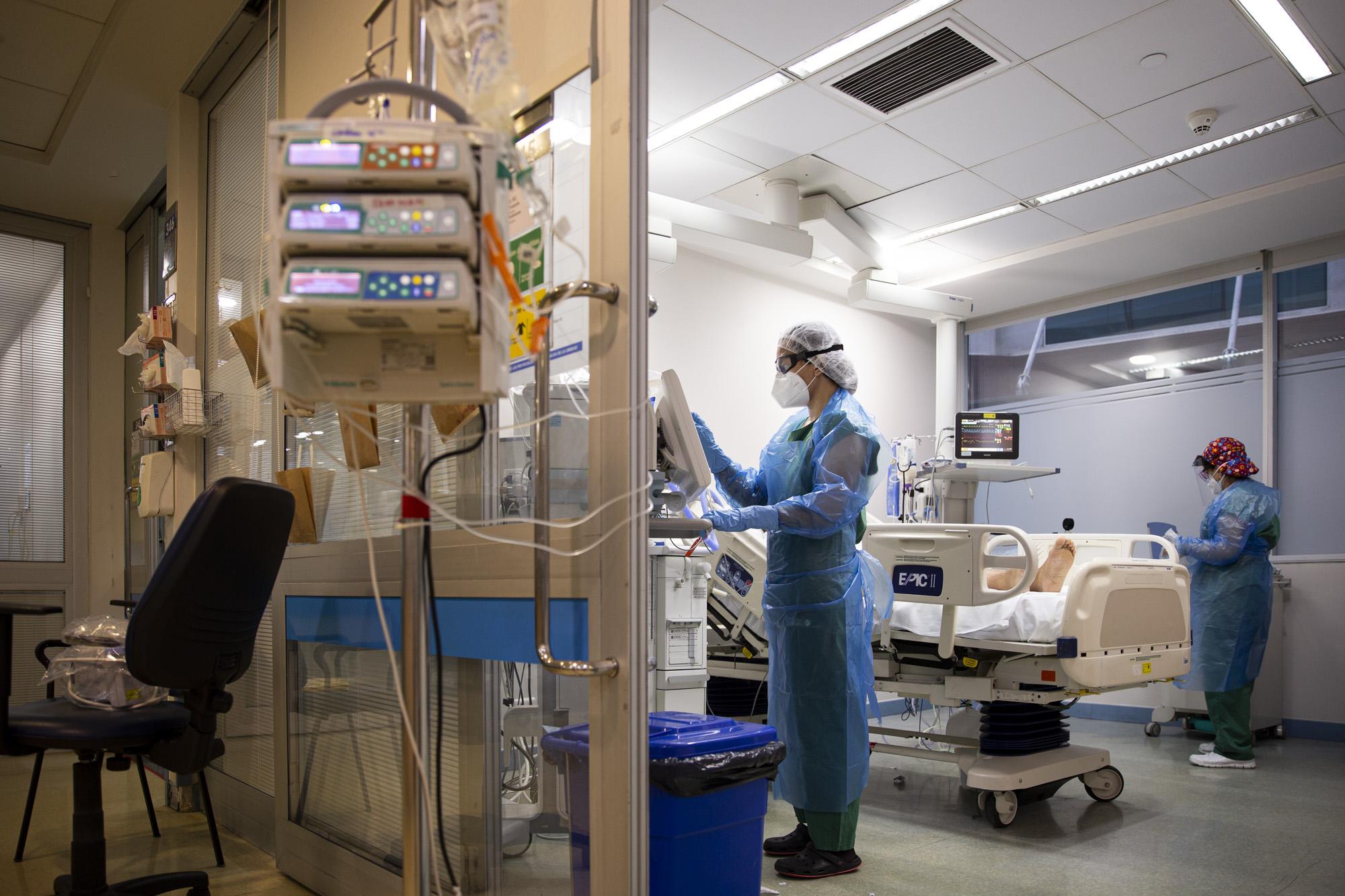 paciente_covid-19_huc-christus-karinafuenzalida-uc-wikipedia.jpg