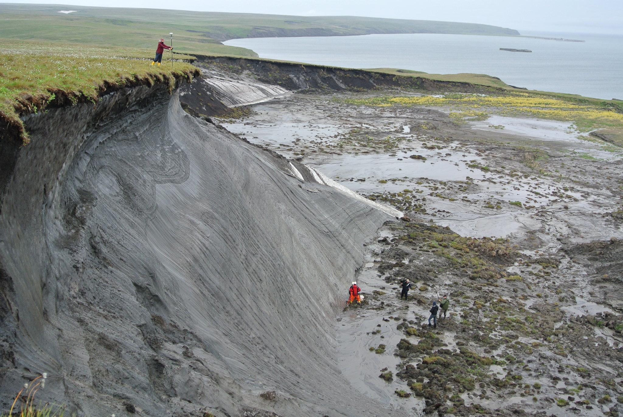 El paisaje de la isla Herschel (Canadá) muestra signos del deshielo del 'permafrost'./ BORIS RADOSAVLJEVIC