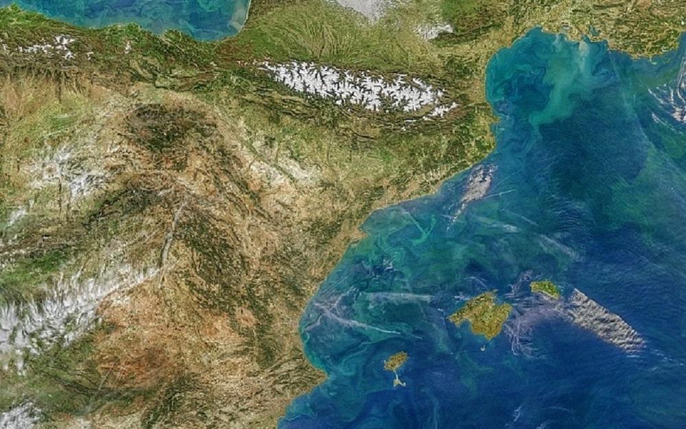 Estructuras de pequeña escala (remolinos y filamentos) en el Mediterráneo Occcidental. Imagen captada el 11 de marzo de 2020 por el sensor MODIS a bordo del satélite Aqua. / NASA